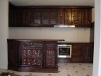 Кухня от масив с дърворезба